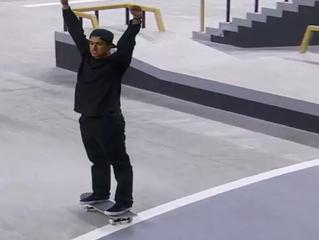 Kelvin Hoefler sobe ao pódio representando o Brasil no X-Games de Mineápolis