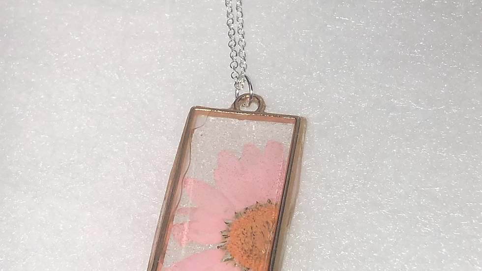 Light Pink Daisy Long Rectangle Frame Necklace🌸