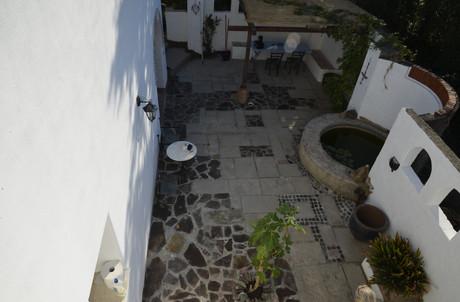 Untere Terrasse vom oberen kleinen Balkon aus