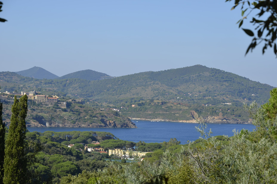 Ausblick auf Gefägniss in Portoazzurro und Meeresblick