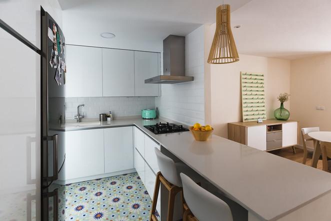 Reforma completa de vivienda, Valencia. Vista de la cocina.