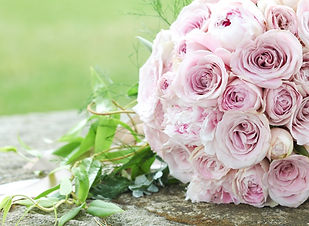 pink-rose-bouquet-laid-on-wooden-table.j