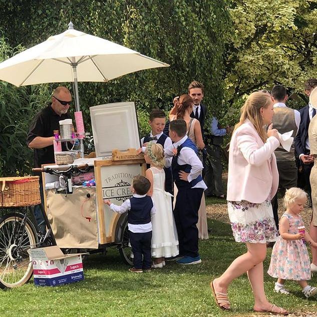 Wedding ice creams _rustyandroses _thelo