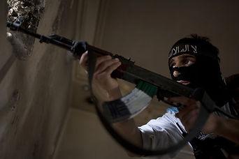 4406058_6_a5a7_un-rebelle-syrien-a-alep-