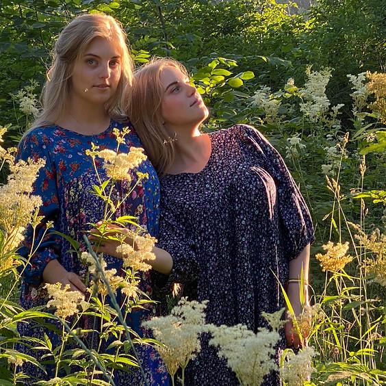 Выставка Полины и Дарьи Шушаковых