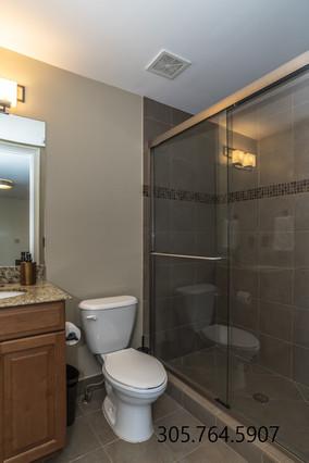 Bathroom 3rd 1 911 Ne 17th W.jpg