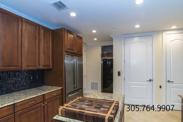 Kitchen 2 911 NE 17th W.jpg
