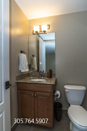 Bathroom 3rd 2 911 NE 17th W.jpg