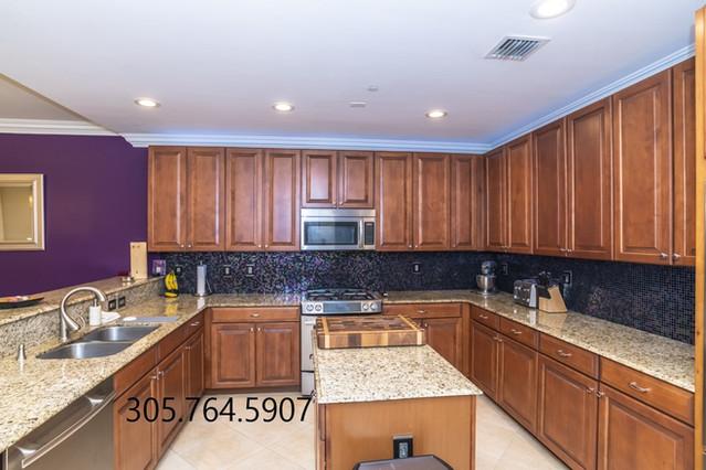 Kitchen 1 911 NE 17th W.jpg