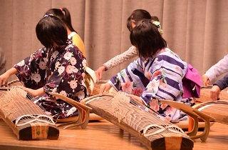 東京都にある松浪千紫の琴教室に通う子供たちの発表会