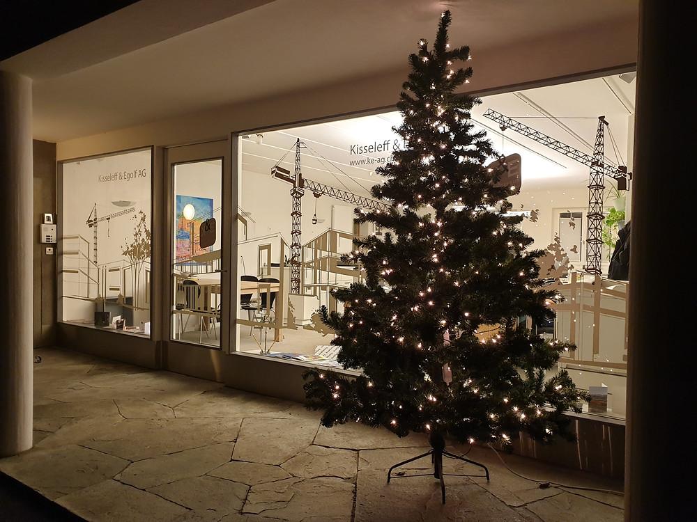Wir wünschen Ihnen frohe Festtage und einen guten Rutsch ins neue Jahr.