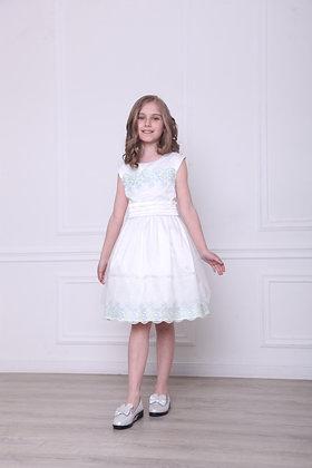 Платье с мятно-голубым кружевом и бусинками