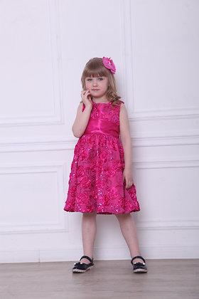 Платье ярко-розовое с пайетками