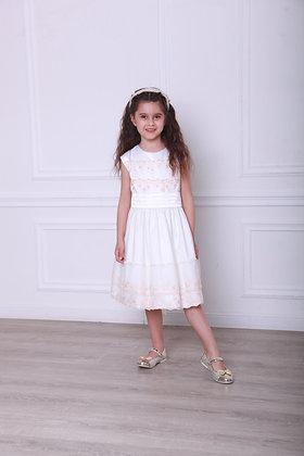 Платье с кружевом и бусинками