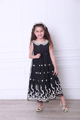 Платье черное с жемчужным воротничком