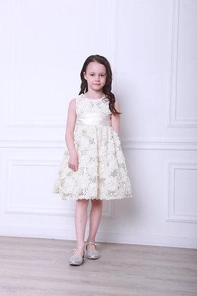 Платье молочное с пайетками