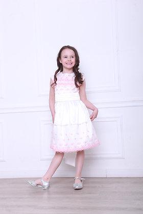 Платье с розовым кружевом и бусинками