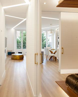 Reformas integrales: Reforma de piso luminoso en Noviciado. Salón con comedor y cocina integrada y dormitorio con vestidor y baño en suite.