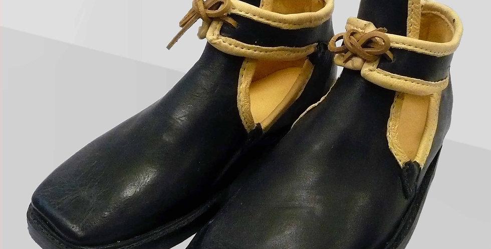 Chaussures Louis de France, cuir noir bordé de cerf naturel