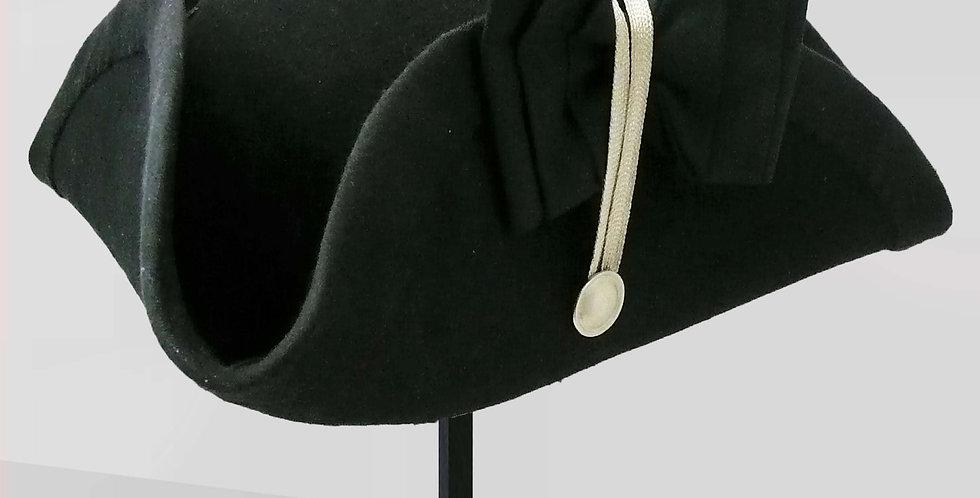 Tricorne Diabolito, bordé d'un laiton et d'un large biais noir