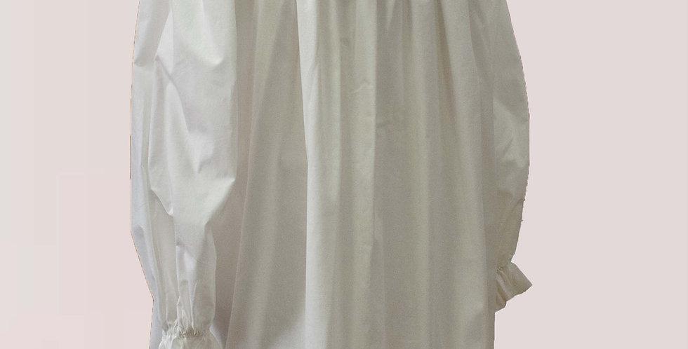 Chemise en coton ou en lin, avec un plissé fin au décolleté
