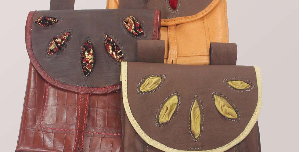 La TAILLADE, en plus de son décor à crevées, elle a 2 poches