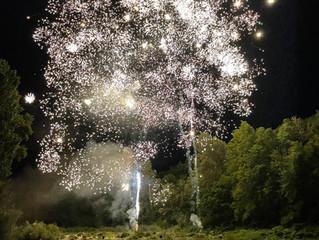 Soirée du 14/07: feu d'artifice sur les bords de l'Ardèche et bal sur la Place du Château