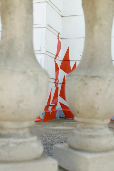 Vue d'Échappée, adhésifs collés sur la façade du centre culturel Max Juclier de Villeneuve-la-Garenne, Biennale d'arts plastiques de la ville, 2014.