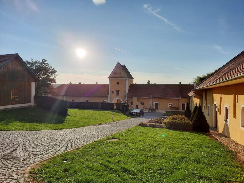 Meierhof Innen.jpg