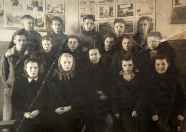 Ученики 9-го класса. Свияжск. 1947