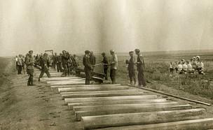 Растяжка рельсов на участке Свияжск -Ульяновск. 1942 Из собрания РГА в г. Самара