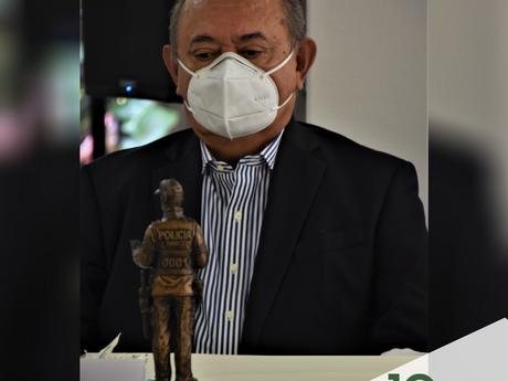 Nuestro CEO, Lombardo Paredes Arenas, recibió un reconocimiento de la Policía de Antioquia