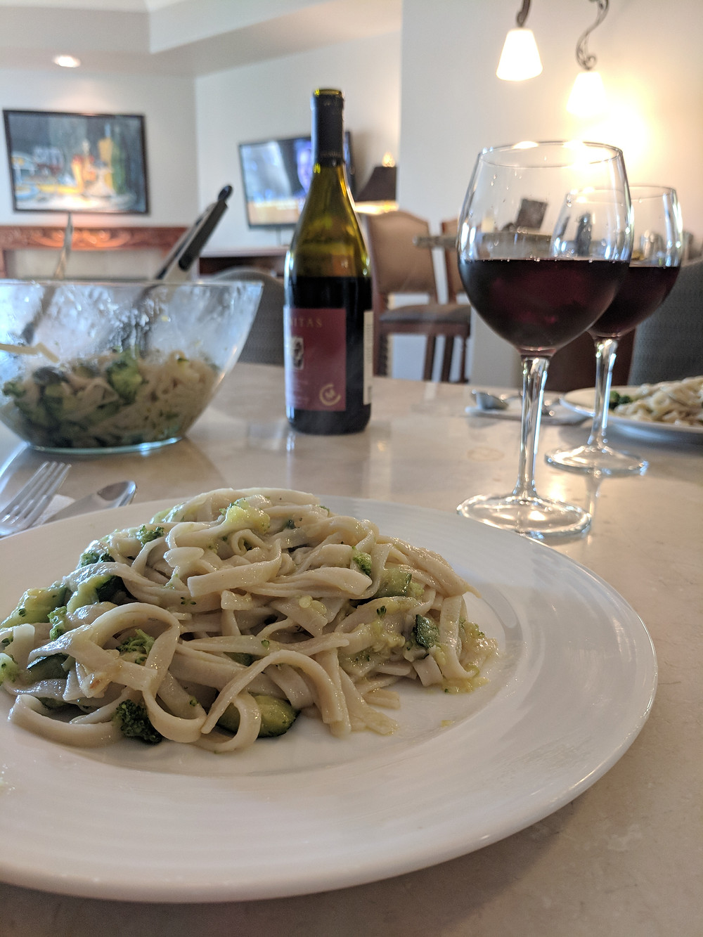 Tips for Traveling and Dining Out with Food Allergies - Amanda MacGregor - hotel eating
