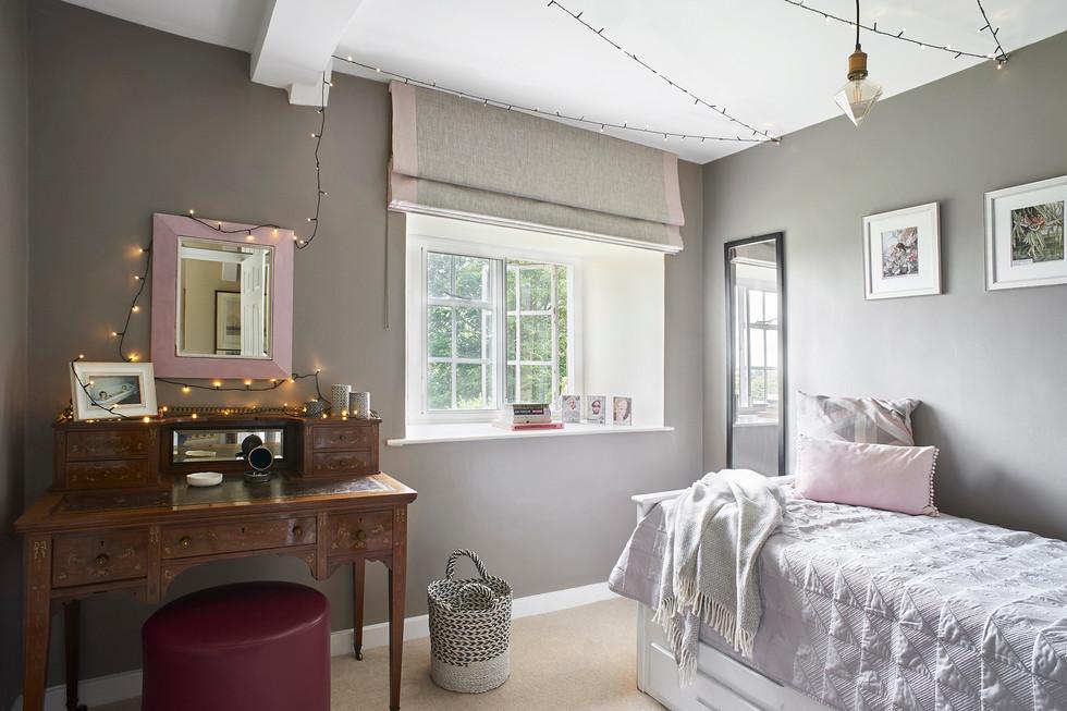 Cotswold Estate Cottage Teen's bedroom