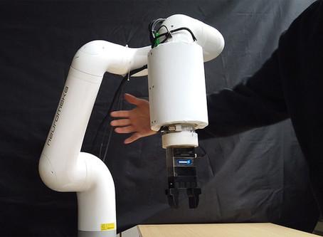 [IEEE Spectrum] Skin-like, Flexible Sensor Lets Robots Detect Us