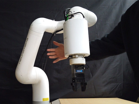 [IEEE Spectrum] Skin-like, Flexible Sensor Lets Robots Detect Us