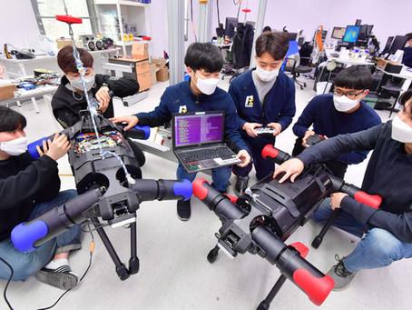 지능형 '4족 보행로봇' 개발 한창 (전자신문)