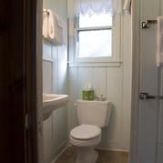 bathroom-cabin-3-riverside-point-resort.