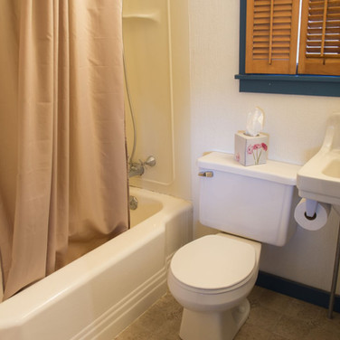 bathroom-cabin-8-riverside-point-resort.
