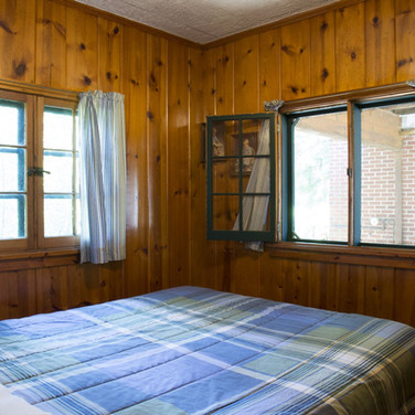 master-bedroom-cabin-1-riverside-point-r