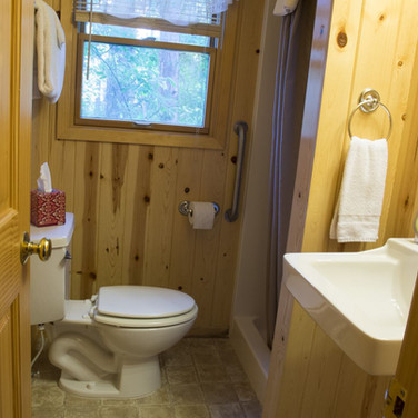 bathroom-cabin-7-riverside-point-resort.