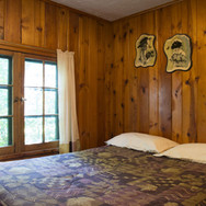 master-bedroom-cabin-2-riverside-point-r
