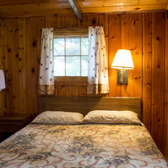 master-bedroom-cabin-8-riverside-point-r