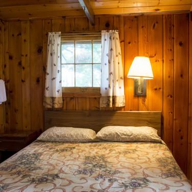 master-bedroom-cabin-8-riverside-point-r