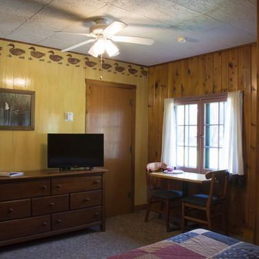 front-room-cabin-5-riverside-point-resor