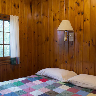 master-bedroom-cabin-6-riverside-point-r