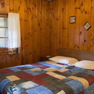 master-bedroom-cabin-4-riverside-point-r