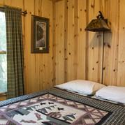 master-bedroom-cabin-7-riverside-point-r