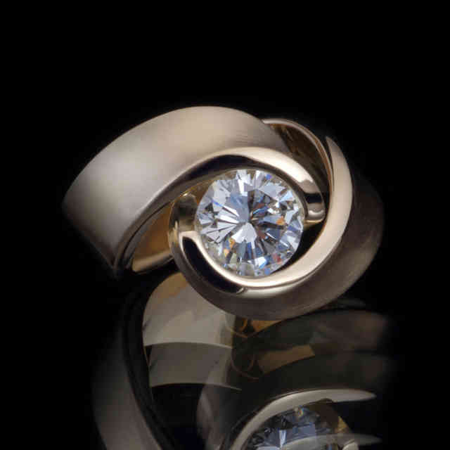 Ring | Embrace | gold, diamond