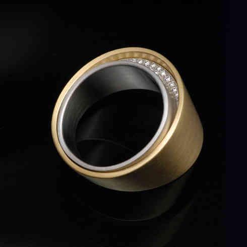 Ring | 18 carat gold, platinum, diamonds